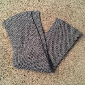 Short Gray Knit Scarf